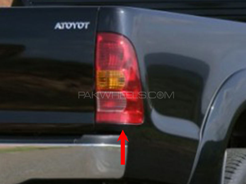 Toyota Vigo TYC Back Lamp 2004 - 1 Pc RH Image-1