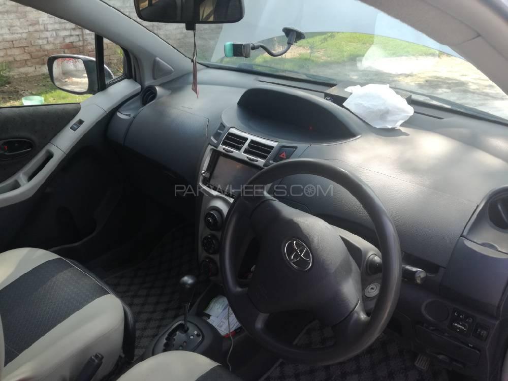 Toyota Vitz B Intelligent Package 1.0 2010 Image-1