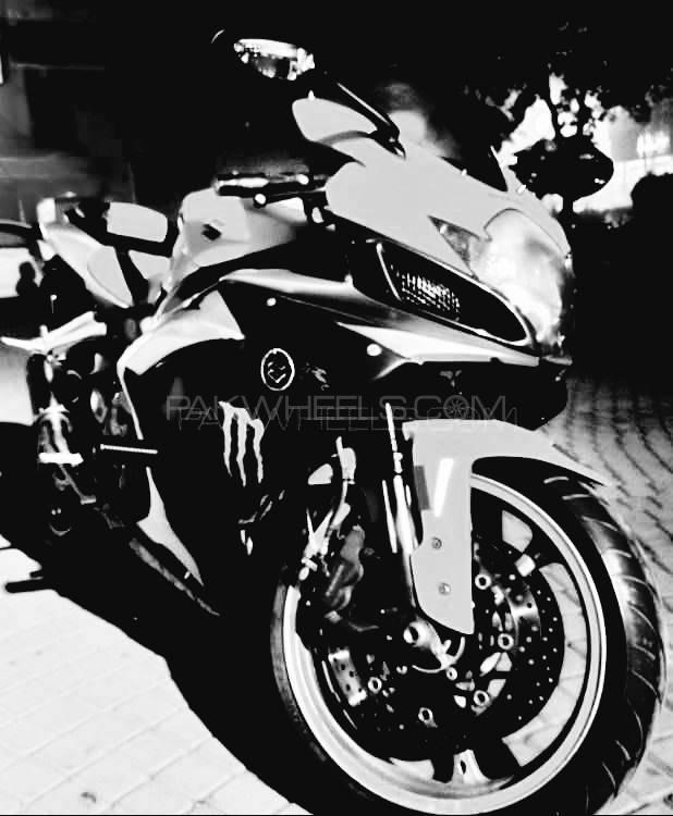Honda CBR 1000RR 2006 Image-1