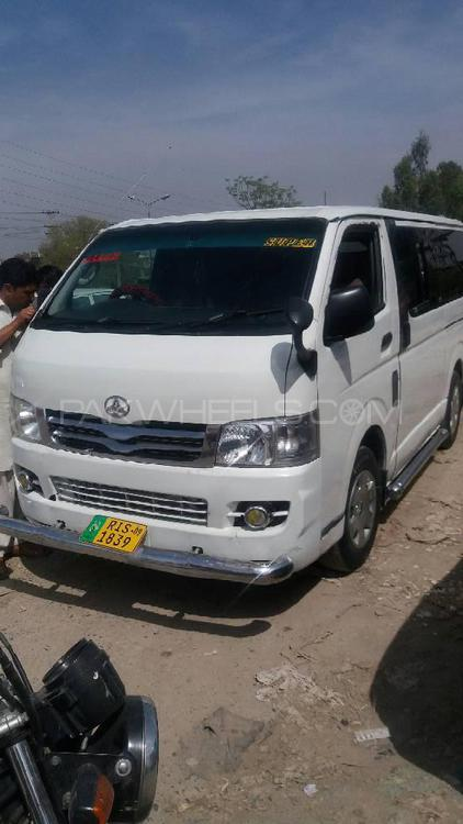 Toyota Hiace Mid-Roof 2.7 2009 Image-1