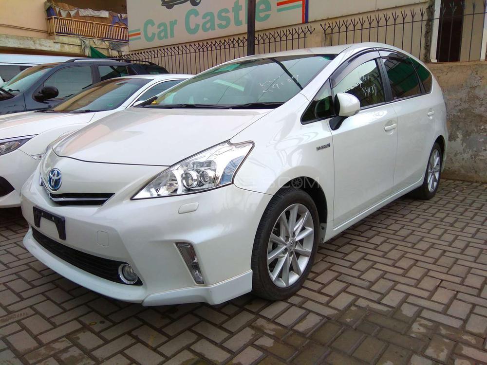 Toyota Prius Alpha S 2013 Image-1