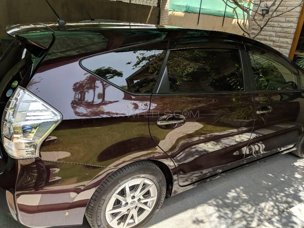 Toyota Prius Alpha G 2014 Image-1