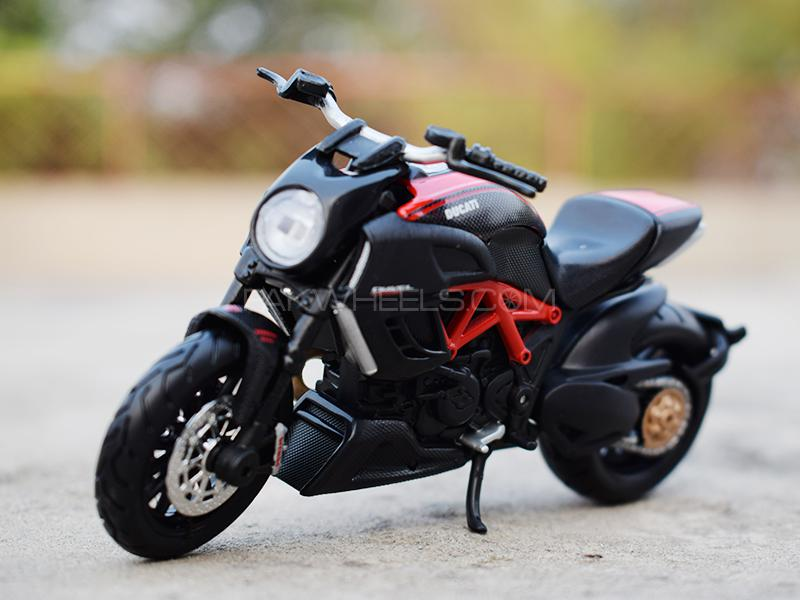 Maisto Die Cast Bike Ducati Diavel in Lahore