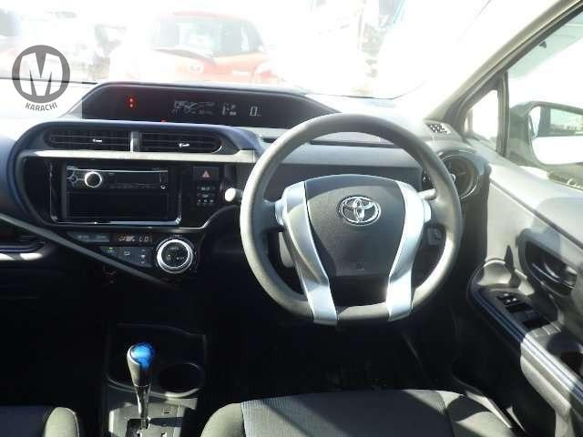 Toyota Aqua S (keystart)