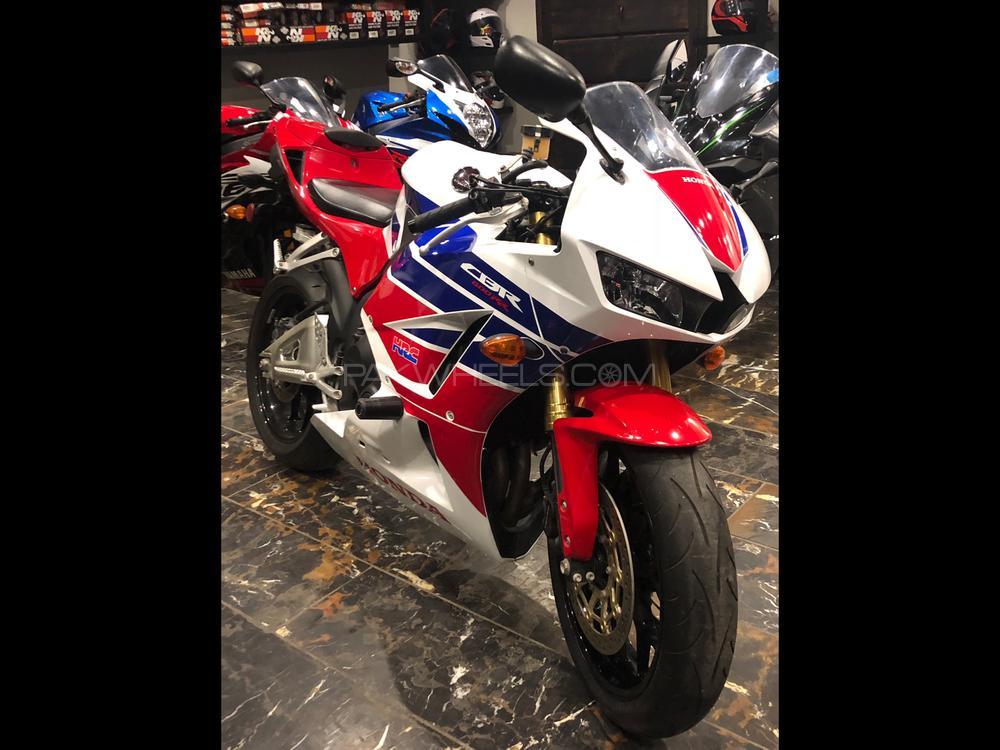 Honda CBR 600RR 2013 Image-1