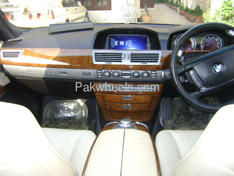 BMW 7 Series 740Li 2007 Image-5