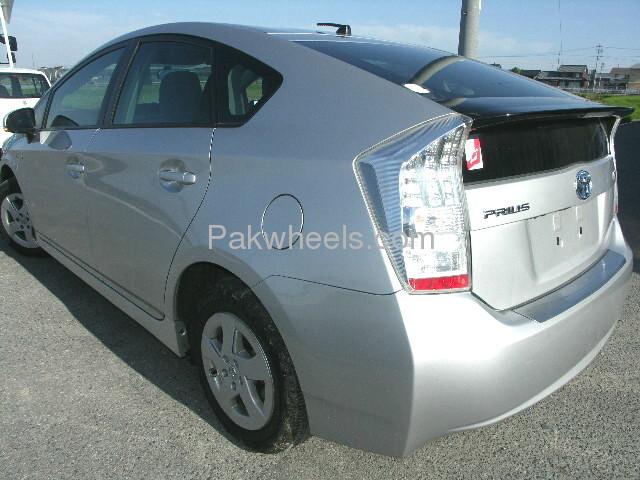 Toyota Prius L 1.8 2010 Image-3