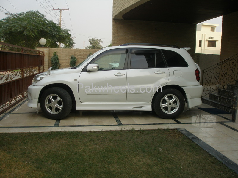 toyota rav4 cars for sale in lahore verified car ads pakwheels. Black Bedroom Furniture Sets. Home Design Ideas