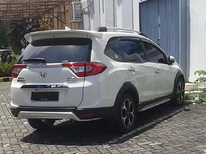 Honda BR-V 2018 Interior, Exterior Pictures | PakWheels