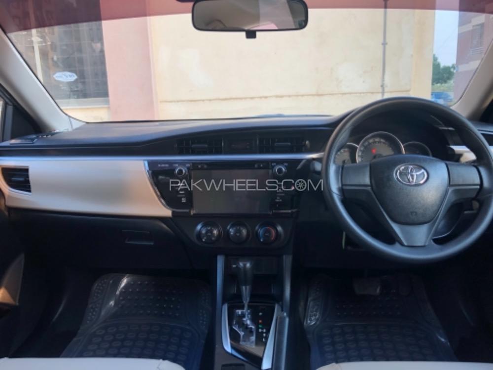 Toyota Corolla Gli Automatic 1 3 Vvti 2015 For Sale In Karachi