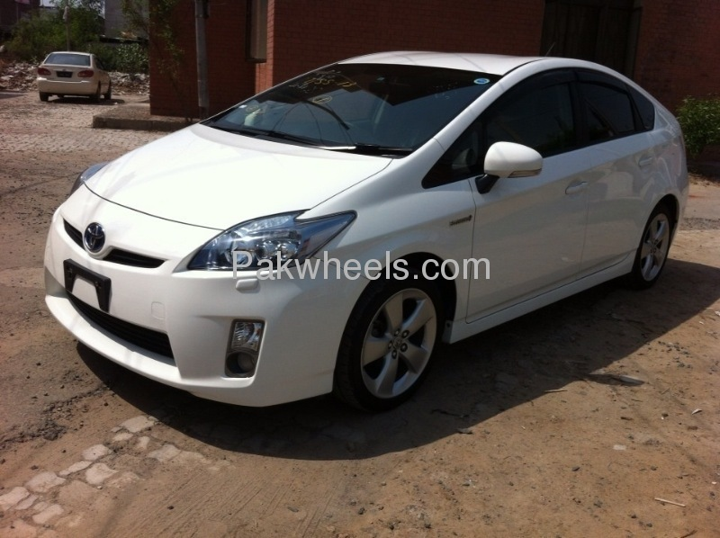 Toyota Prius G Touring Selection 1.8 2010 Image-2