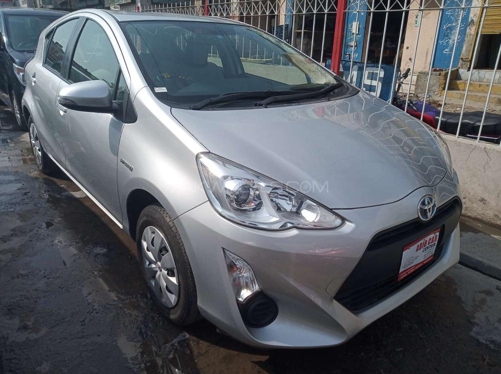 Toyota Aqua L 2015 Image-1