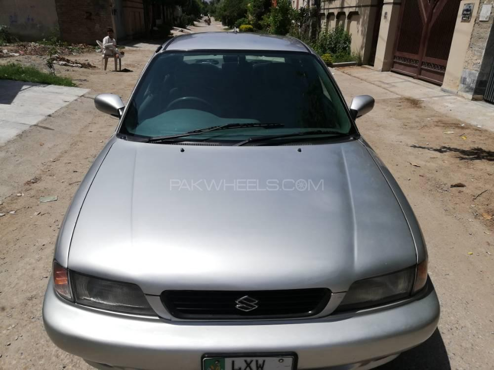 Suzuki Baleno GLi P 2001 Image-1