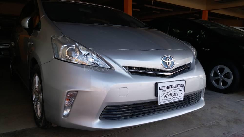 Toyota Prius Alpha S 2012 Image-1