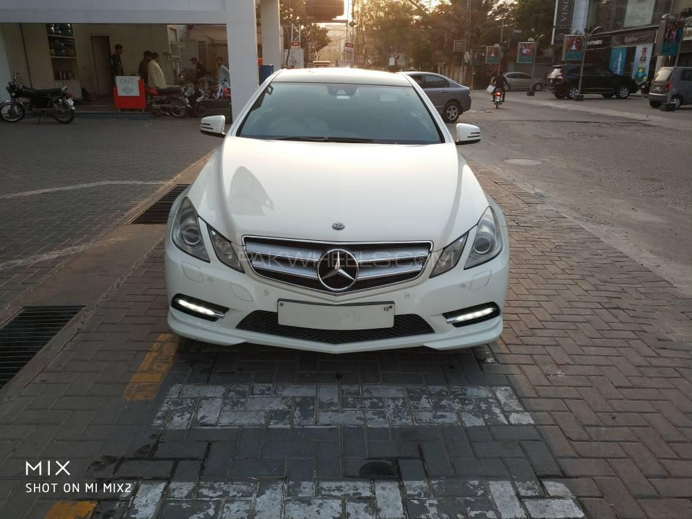mercedes benz e class coupe e 200 2011 for sale in lahore. Black Bedroom Furniture Sets. Home Design Ideas