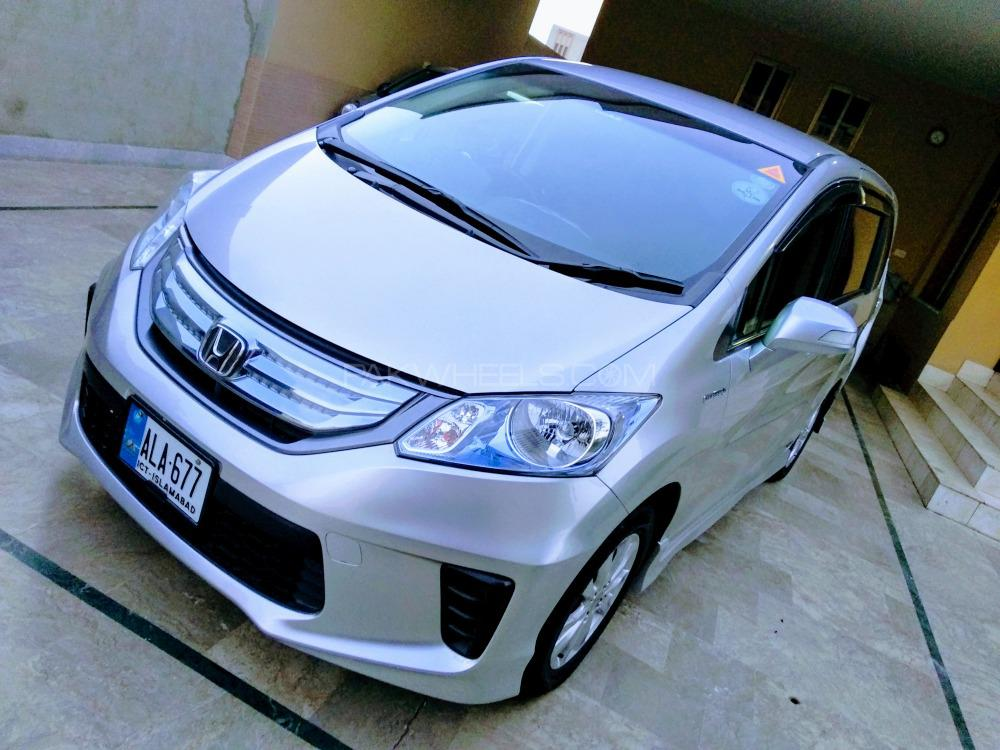 Honda Freed Hybrid 2013 Image-1