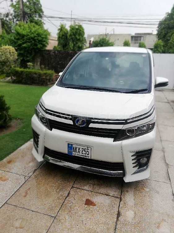 Toyota Voxy 2018 Image-1