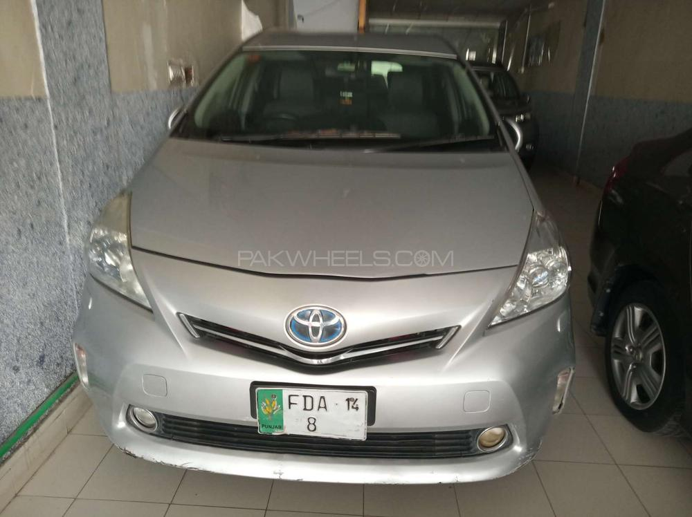 Toyota Prius Alpha G 2010 Image-1