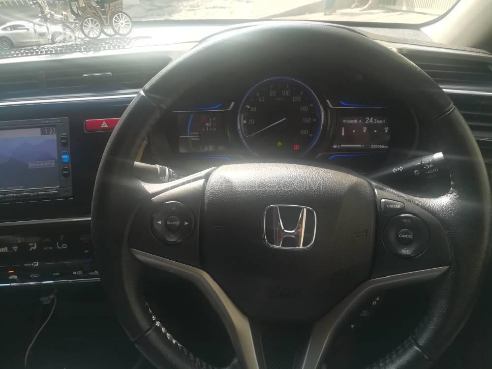 Honda Grace Hybrid DX 2017 Image-1
