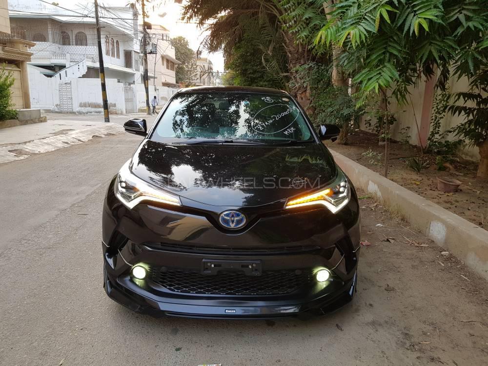 Toyota C-HR G 1.8 2016 Image-1