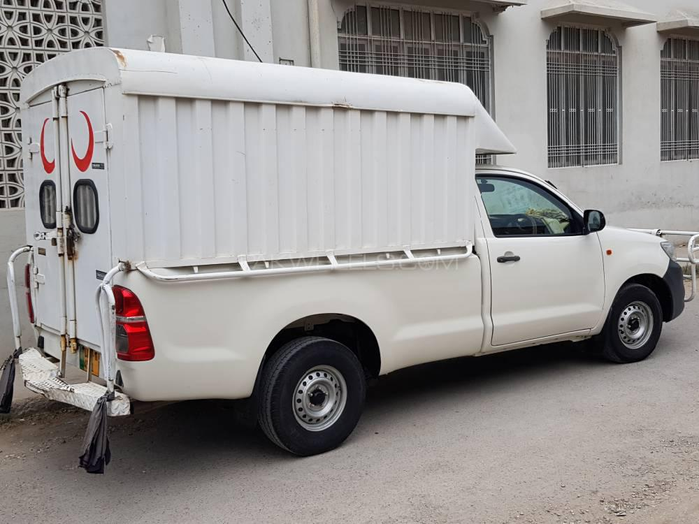 Toyota Hilux 4x2 Single Cab Standard 2016 Image-1