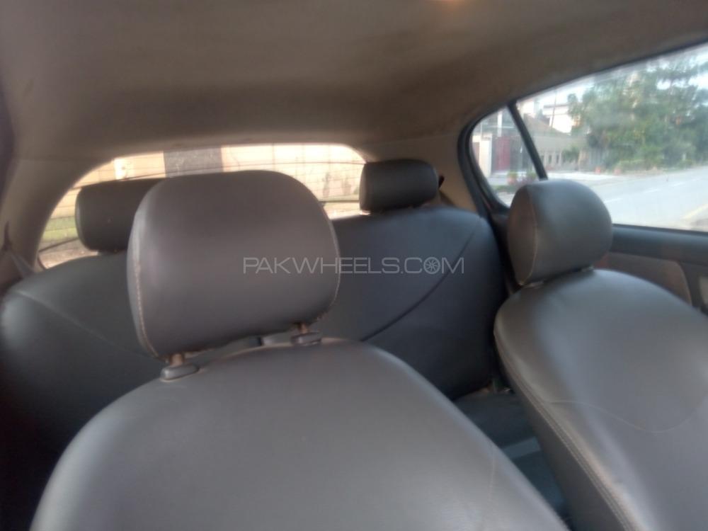 Toyota Vitz 2001 Image-1