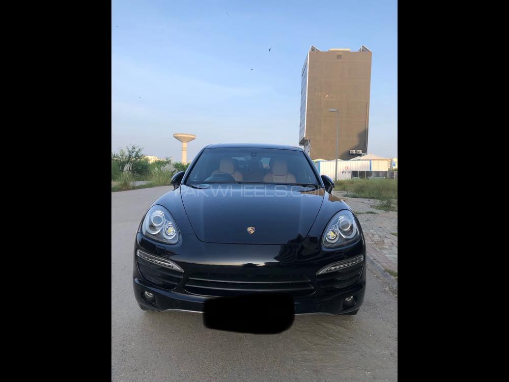 Porsche Cayenne Turbo S 2012 Image-1