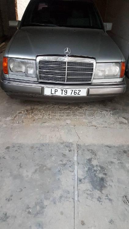 Mercedes Benz E Class 1993 Image-1