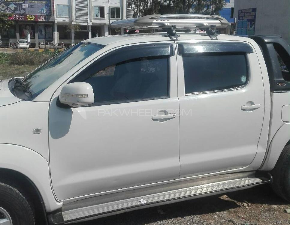 Toyota Hilux Vigo V 2011 Image-1