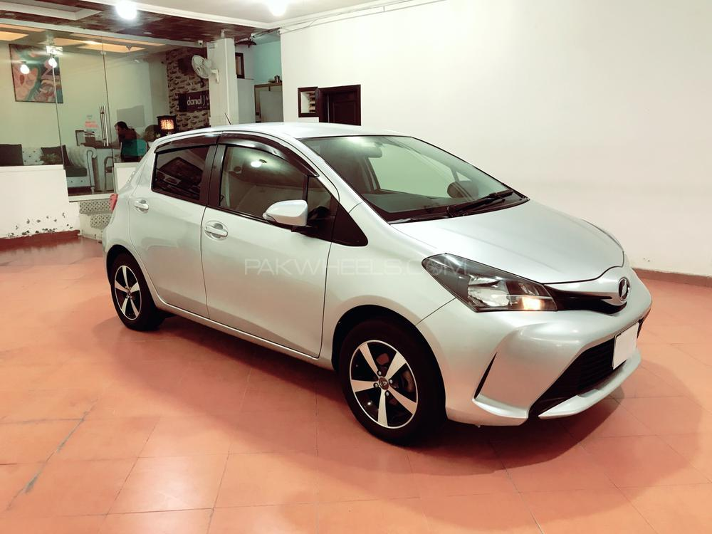 Toyota Vitz F Chambre A Paris Collection 1.0 2015 Image-1