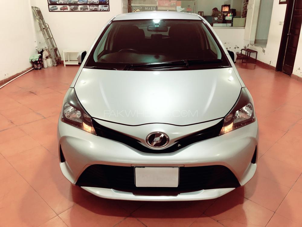 Toyota Vitz F Chambre A Paris Collection 1.0 2015 Image-1
