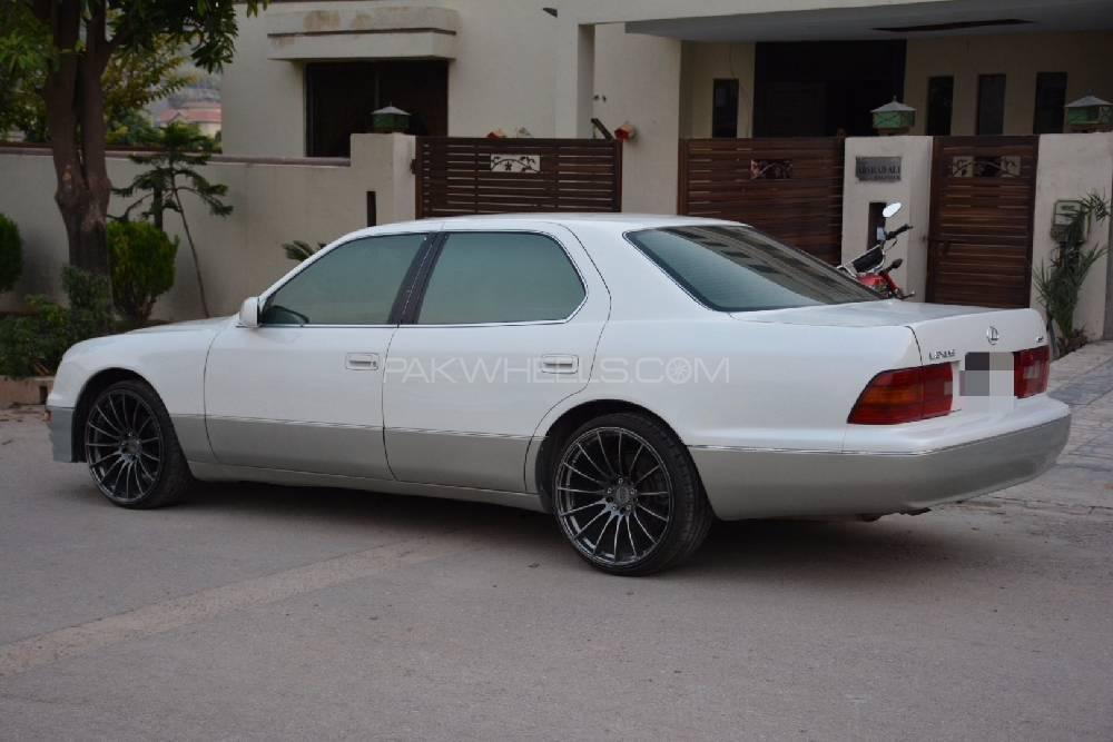 Lexus Is Series 1996 Image-1