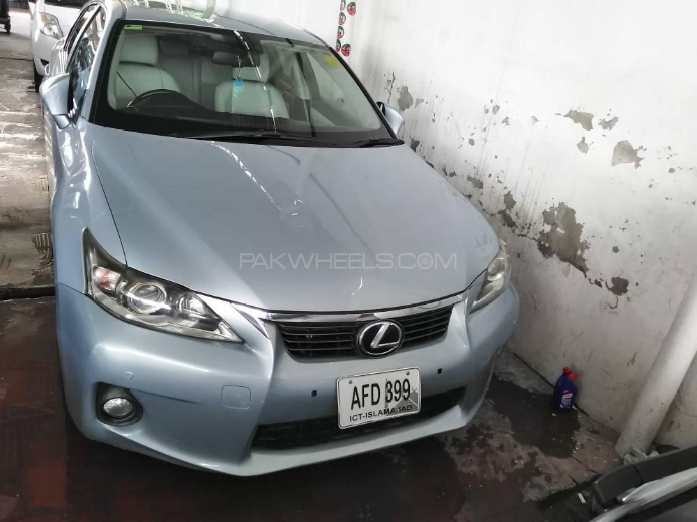 Lexus CT200h Version L 2011 Image-1