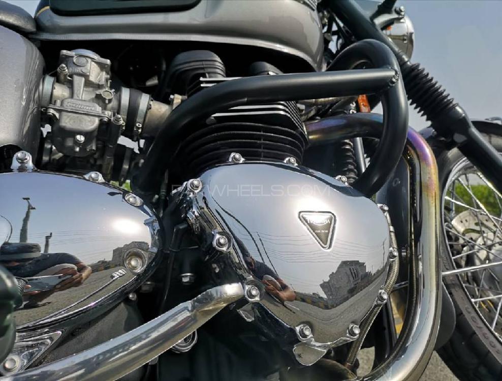 Triumph Bonneville T100 2013 Image-1