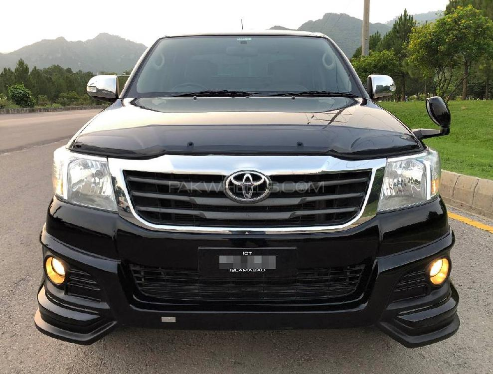 Toyota Hilux 4x4 Double Cab Standard 2015 Image-1