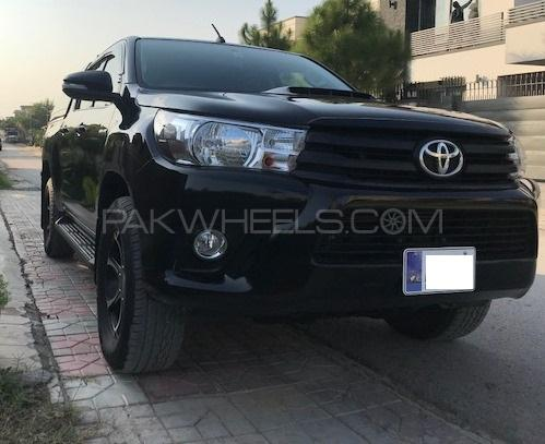 Toyota Hilux Invincible X 2017 Image-1