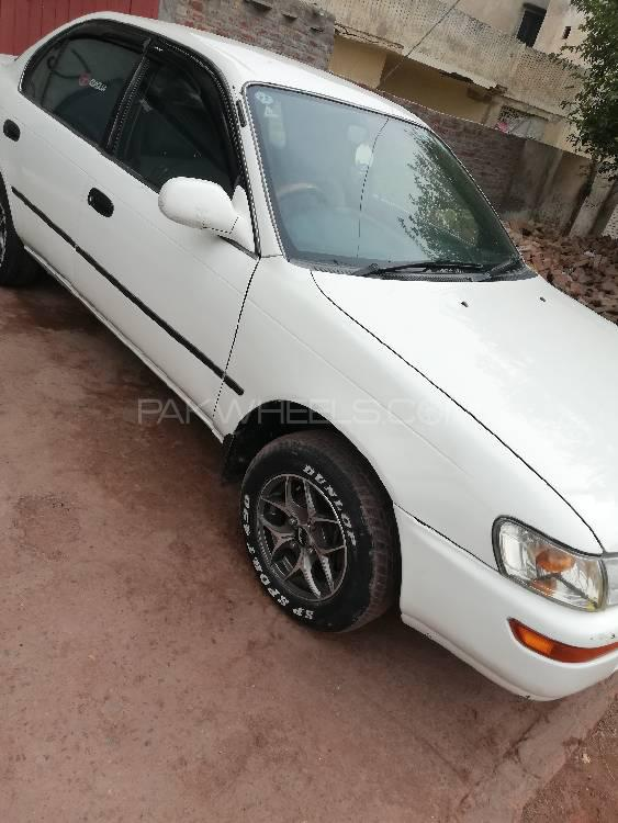 Toyota Corolla XE Limited 2000 Image-1
