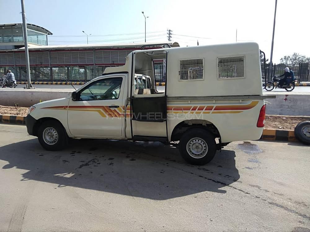 Toyota Hilux 4X2 Single Cab Deckless 2010 Image-1