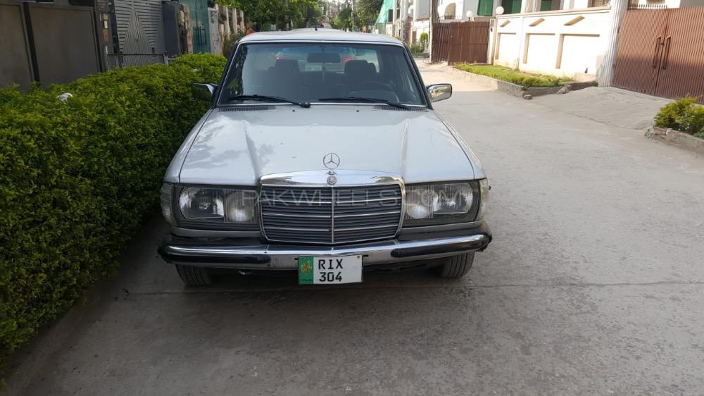 Mercedes Benz 200 D - 1980  Image-1