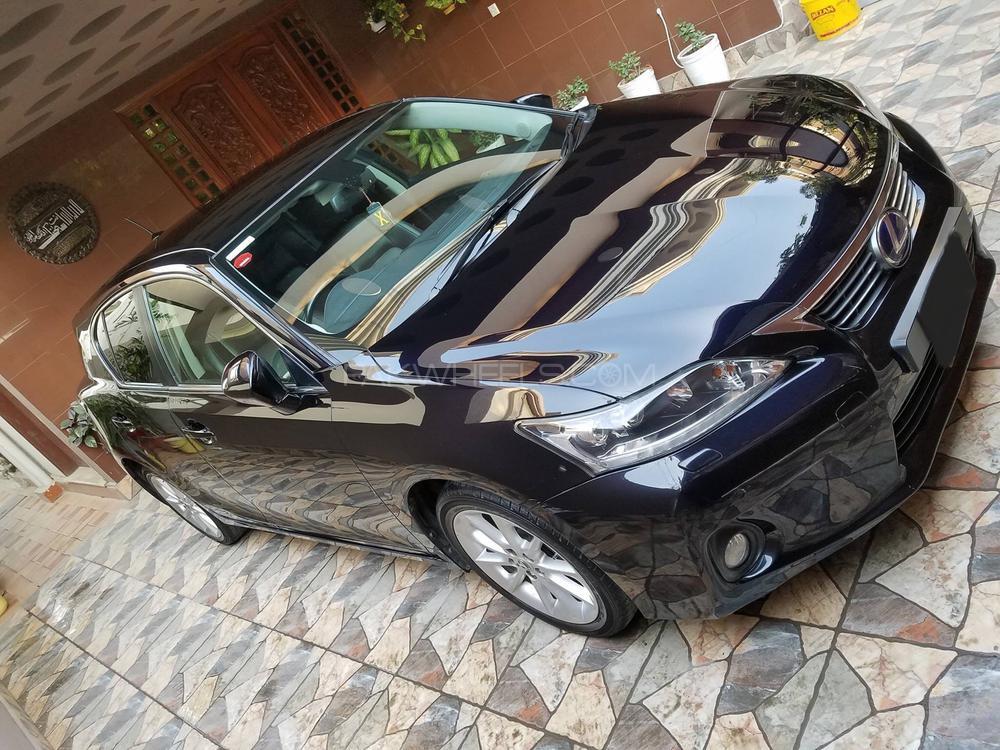 Lexus CT200h F Sport 2011 Image-1