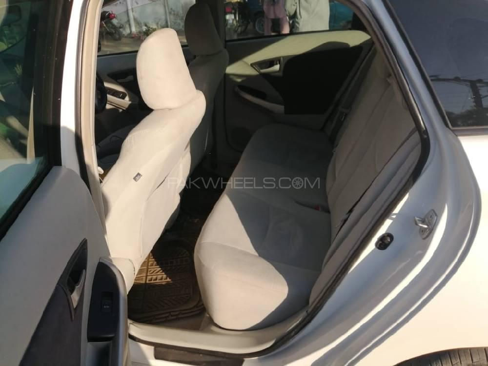 Toyota Prius Alpha S 2010 Image-1