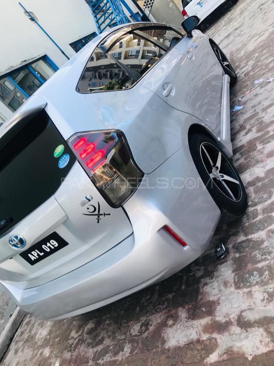 Toyota Prius Alpha S Touring 2015 Image-1