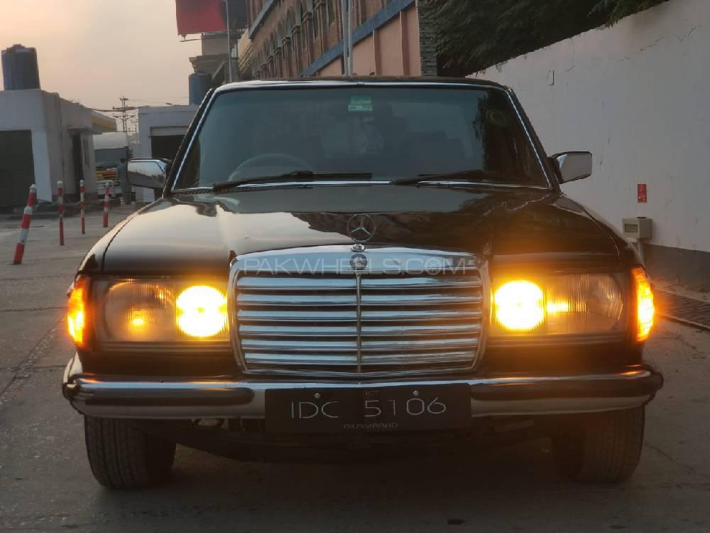 Mercedes Benz D Series 1982 Image-1