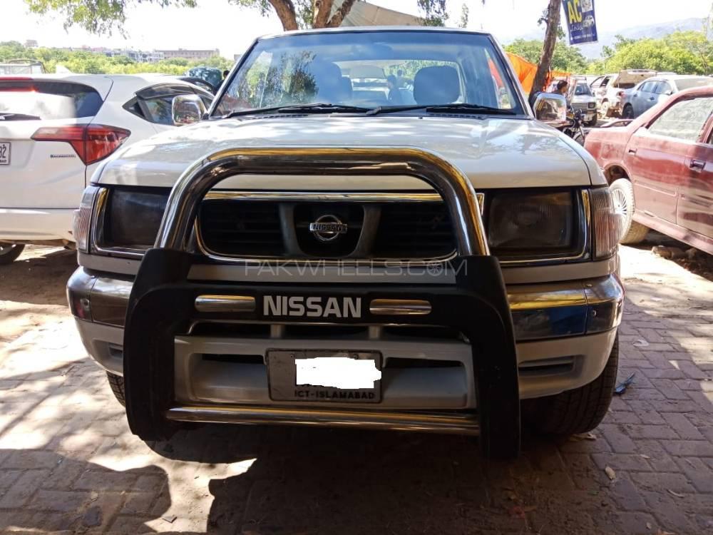 Nissan Pickup 2001 Image-1
