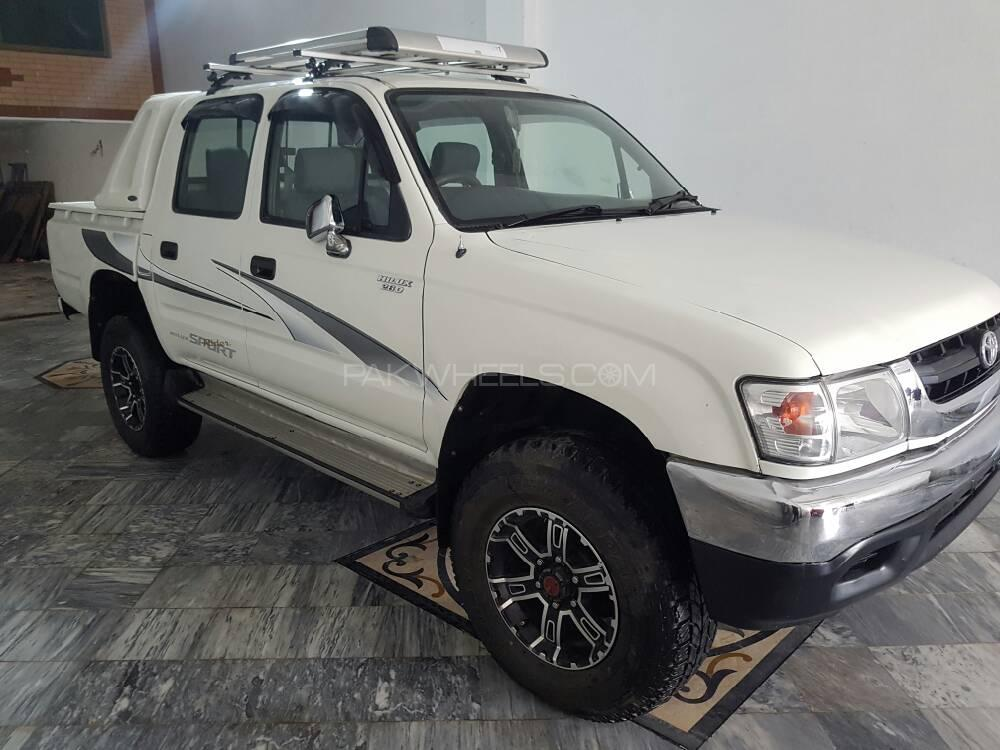 Toyota Hilux Double Cab 2001 Image-1