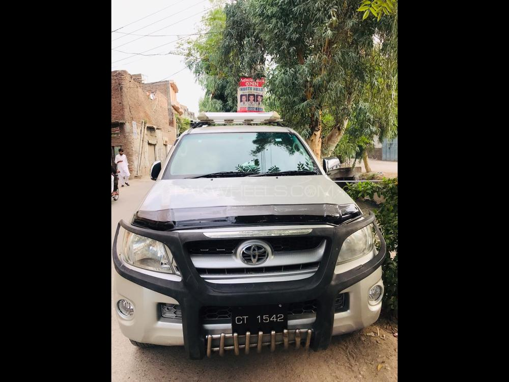 Toyota Hilux 4x4 Double Cab Standard 2010 Image-1
