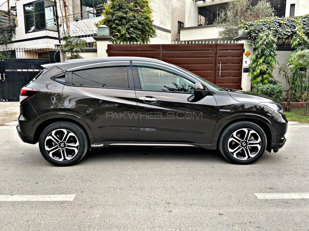 Honda Vezel 2015 Model 2016 0 meter import 2016 Registered  Z Package with Orange room Beautiful brown color Cruise Control  Multimedia leather Steering  Heating seats Alloy Wheels Radar Much more