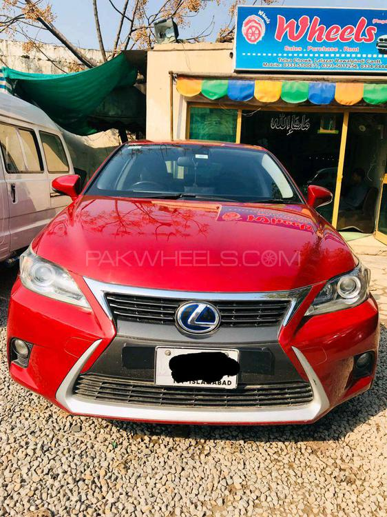 Lexus CT200h Base Model 2014 Image-1