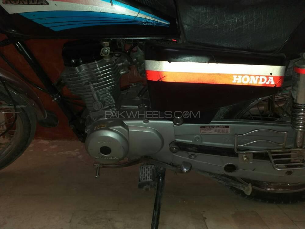 Honda CB 125F 2005 Image-1