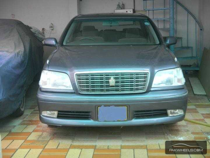 Toyota Crown Royal Saloon G 2001 Image-2